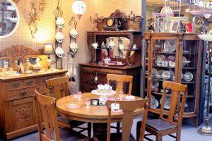 Dining room in tiger oak