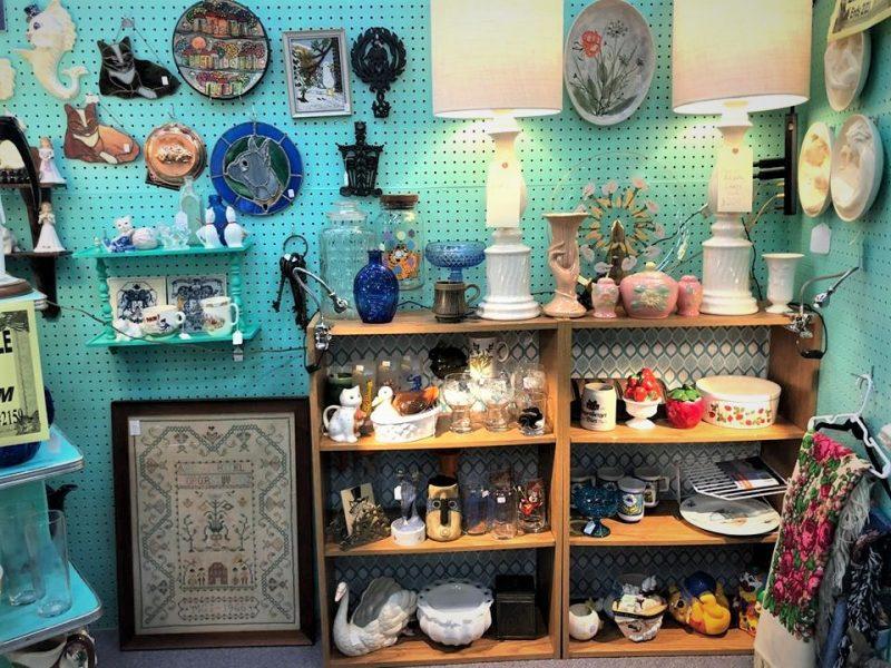 vintage decor, mid century lamps, vintage linens