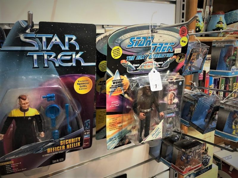 STAR TREK AND OTHER FIGURINES IN BOX