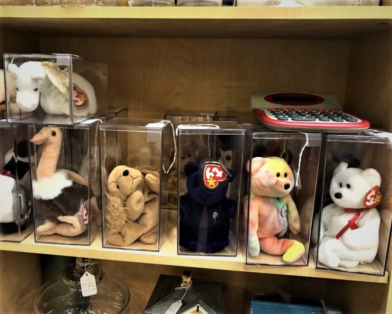 BEANIE BABYS IN CLEAR DISPLAY BOXES